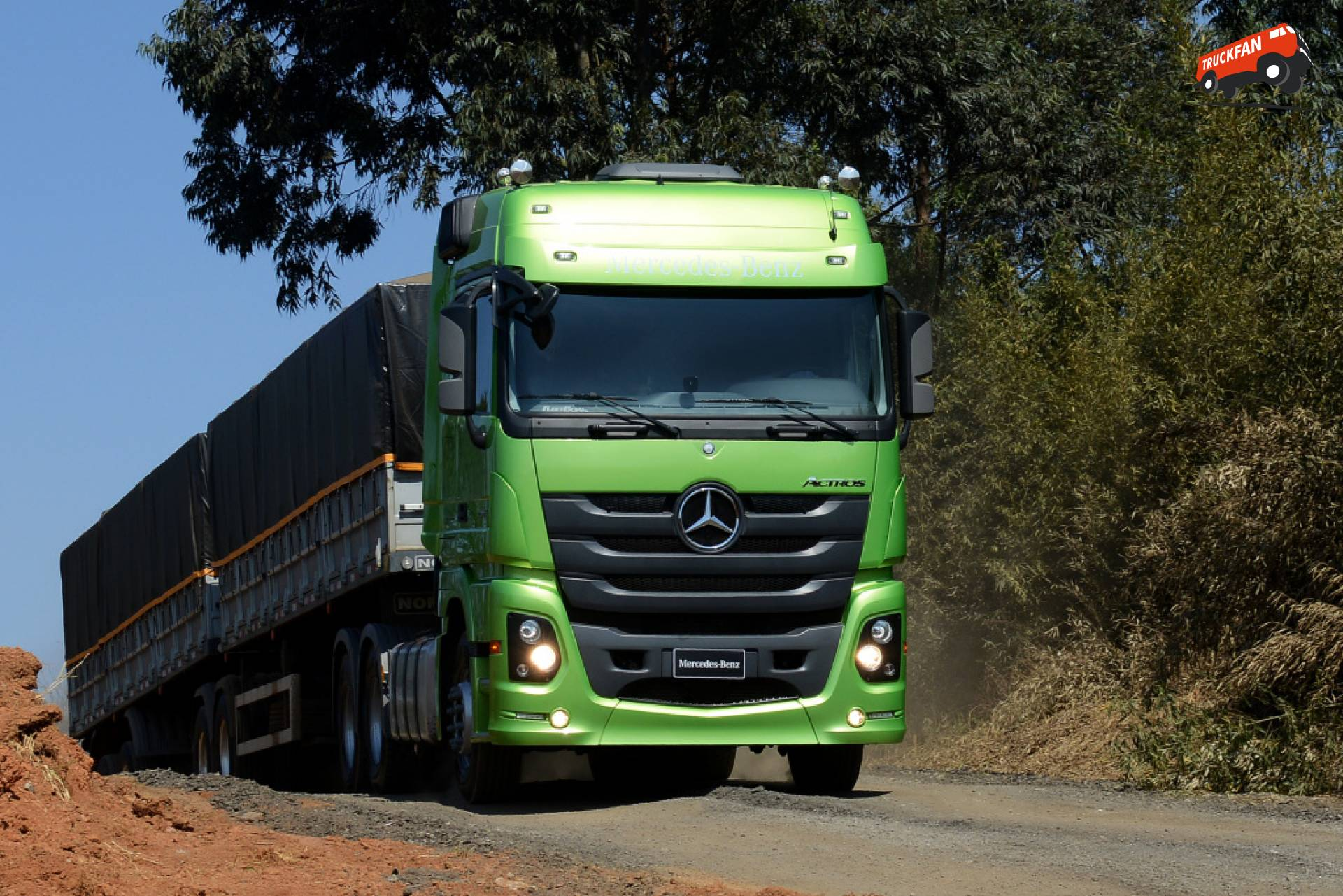 Daimler Trucks Aims to Increase Unit Sales and Market